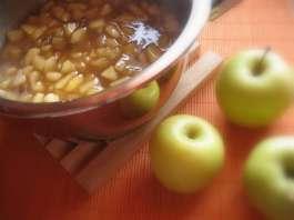 Sos od jabuka sa groždjicama