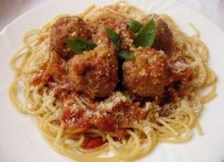 Pržene ćufte u paradajz sosu sa špagetama