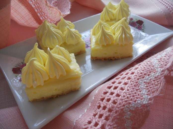 Žute krem kocke