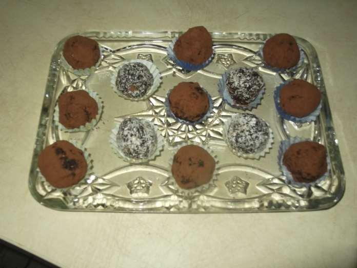 Kuglice sa suvim voćem i čokoladom