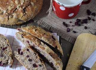 Integralni hleb sa brusnicama i orasima bez mešenja