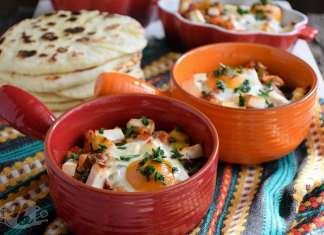 Piletina i povrće sa feta sirom i jajetom na oko iz mini pekača