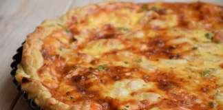 Kiš (Quiche) od gotovog lisnatog testa sa povrćem i belim mesom